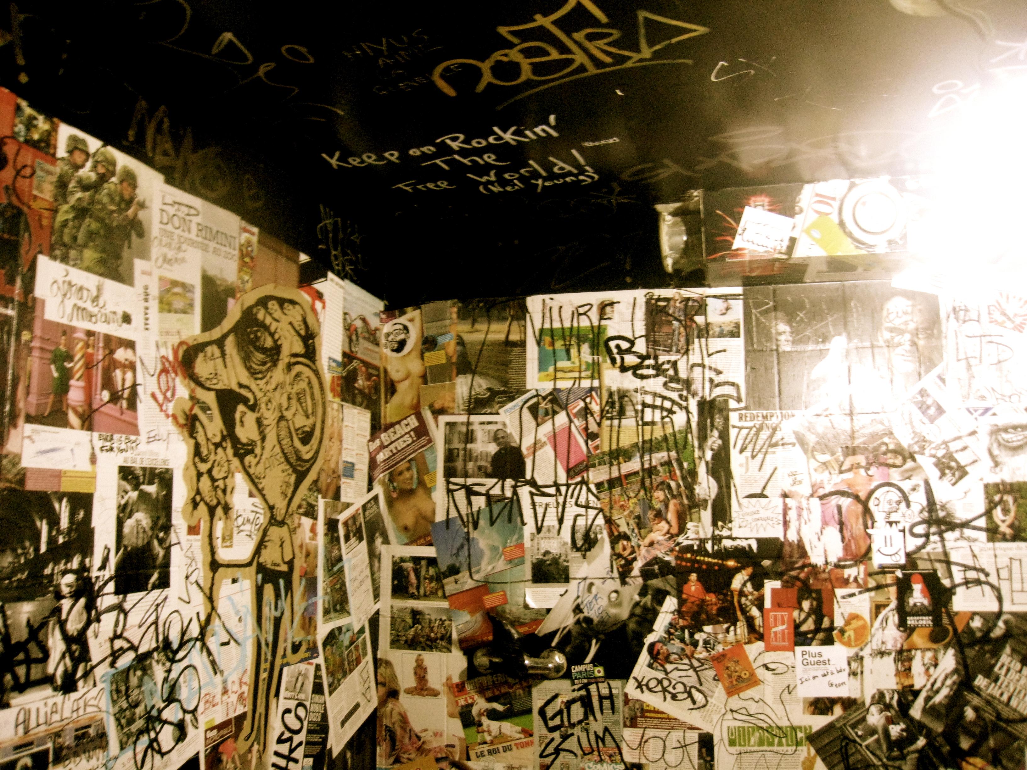 Decorar reciclando rockabilly y vasos de cristal en las noches de par s wisesap - Decorar paredes reciclando ...